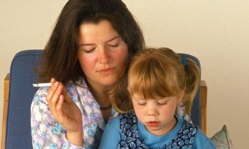 A57YT2 woman and child passive smoking